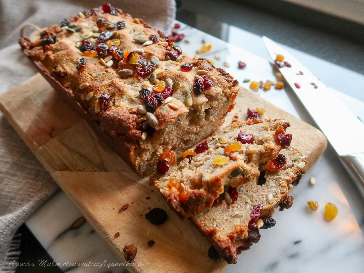 glutenfritt Bröd med russin och tranbär