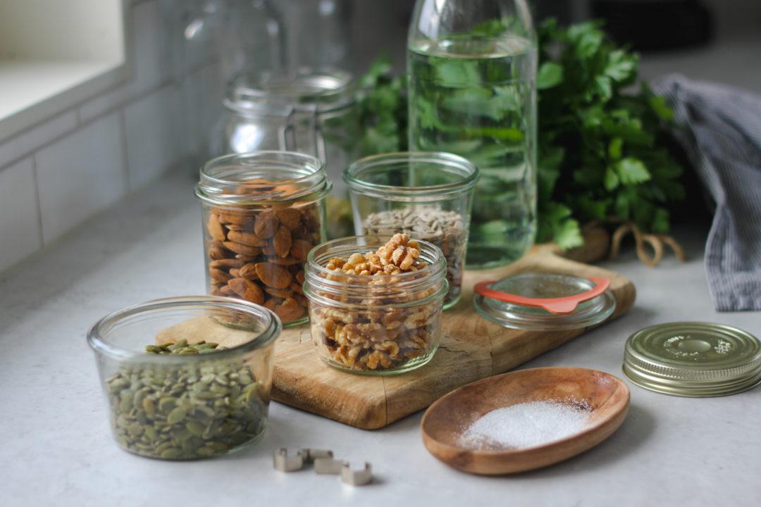 blötlägga aktivera nötter frön